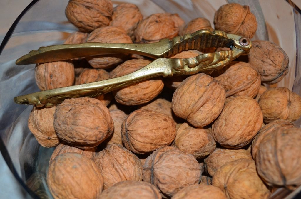 Walnuts, an alternative to plastic packaging