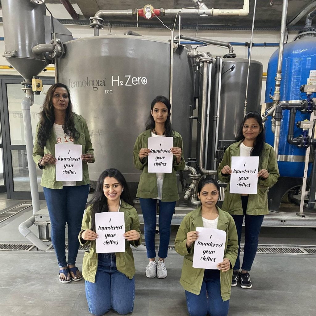 5 women holding signs: I laundered your clothes